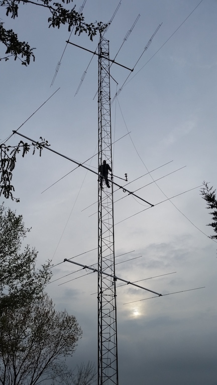 IK6JNH working on the tower